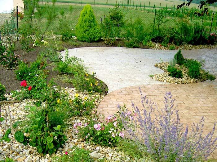 Le design le contemporain pour votre jardin et les for Le jardin d agathe 19