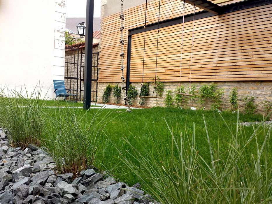 Le design le contemporain pour votre jardin et les for Emploi espace vert bourgogne