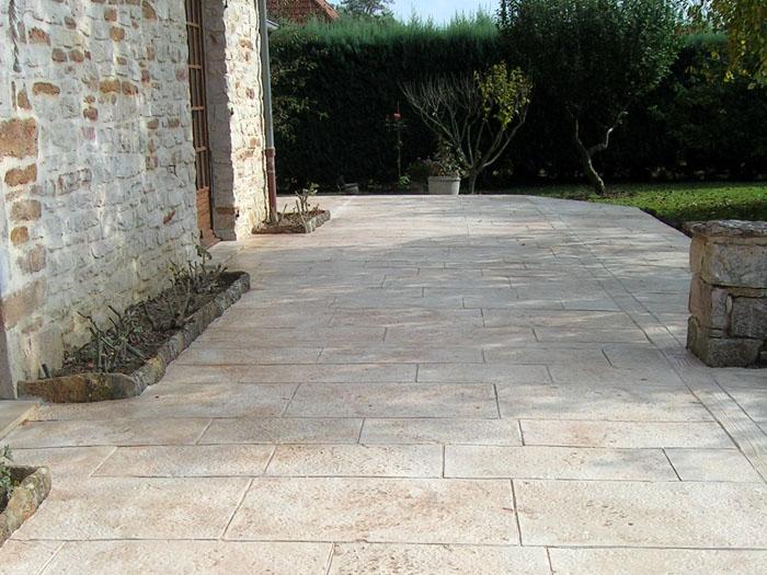Le b ton empreinte d sactiv pour les cours et terrasses - Terrasse beton empreinte bois ...