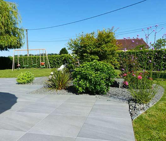 ménagement des extérieurs d'un jardin modern 12