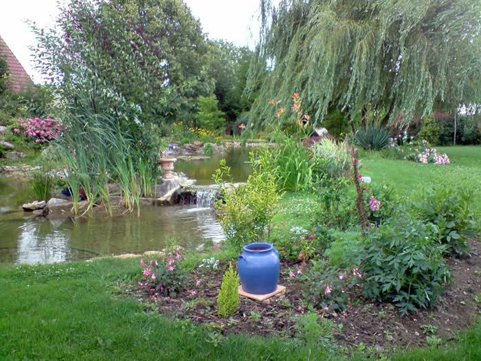 cr ation des bassins et plan d 39 eau cascades d 39 eau et jardins aquatiques pour votre jardin ou parc. Black Bedroom Furniture Sets. Home Design Ideas