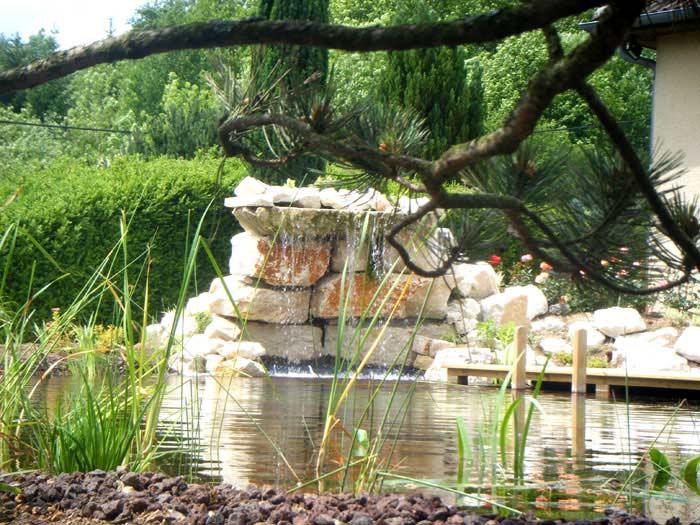 Cr ation des bassins et plan d 39 eau cascades d 39 eau et for Conception jardin d eau