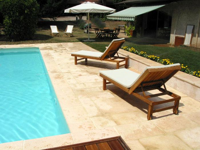 Cr ation des plages de piscine et piscines pour votre - Plage piscine pierre naturelle ...