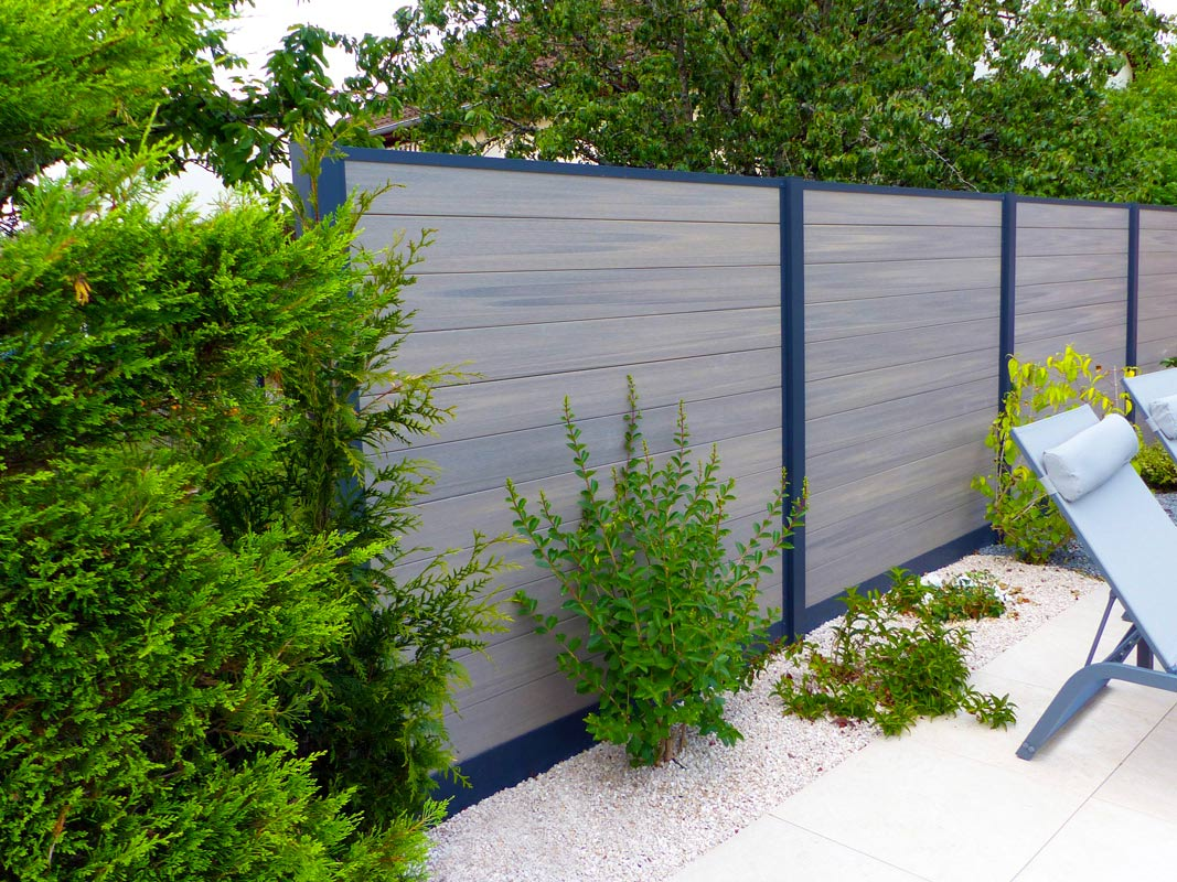 Portails cl tures pare vues avec l 39 installation par bourgogne cr ation paysage dijon - Cloture jardin chien dijon ...
